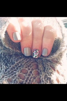 Gray nails with some sparkly so cute