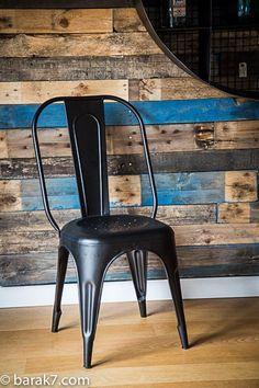 Chaise industrielle métal noire.