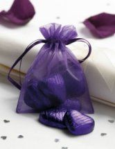Gorgeous organza bags #purple #wedding #decoration
