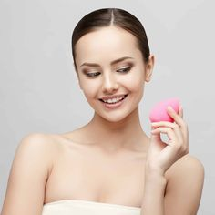 Makeup blending sponges are great for applying liquid and cream foundation. Find out the right way to use a makeup blending sponge! Beauty Hacks For Teens, Beauty Tips For Women, Beauty Tips For Face, Best Beauty Tips, Makeup Blending Sponge, Makeup Sponge, Best Makeup Tips, Best Makeup Products, Makeup Hacks