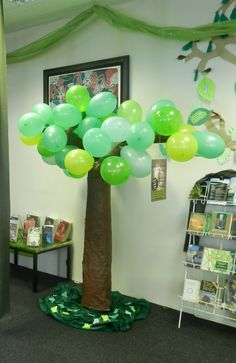 Cute use of balloons.  Perhaps for column against the wall?