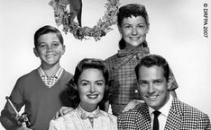 The Donna Reed Show - (1958-1966). Starring: Donna Reed, Carl Betz, Shelley Fabres, Paul Petersen, Patty Petersen, Bob Crane, Ann McCrea, Jack Kelk, Darryl Richard, Stephen Pearson, Tommy Ivo, Jimmy Hawkins, Jan Stine, Candy Moore, Melinda Plowman, Howard McNear, Kathleen Freeman and Mary Shipp.  Partial Guest List: Richard Deacon, Gale Gordon, Harvey Korman, Miyoshi Umeki, Doodles Weaver, Dick Wilson, Jack Albertson, John Astin, Raymond Bailey, Dabney Coleman, Jamie Farr and Harold Gould.