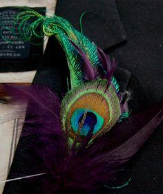 Boutonnière Peacock and Purple Plum Schlappen