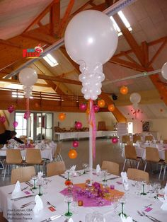 This beautiful #wedding #centerpiece could easily be customized to any color scheme by changing out the latex balloons. Design by Jose Lutman, CBA, of Fiesta Mulhouse in Mulhouse, France.