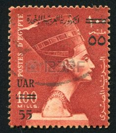 EGIPTO - CIRCA 1953: sello impreso por Egipto, muestra la reina Nefertiti, alrededor del año 1953.