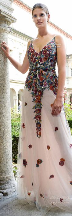 Luisa Beccaria Spring 2015 Collection is full with sheer and flowing designs, lavished in beaded embroidery, floral appliques and femininity - 3 Floral Fashion, Love Fashion, High Fashion, Luisa Beccaria, Spring Fashion Trends, Autumn Fashion, Beautiful Gowns, Beautiful Outfits, Couture Fashion