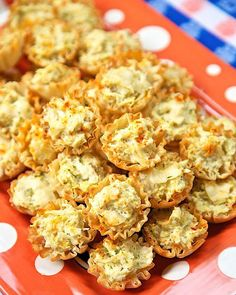 Artichoke Parmesan Bites - only 5 ingredients! Can make ahead of time and refrigerate or freeze for later. Great for parties! (christmas finger foods make ahead) Make Ahead Appetizers, Finger Food Appetizers, Holiday Appetizers, Yummy Appetizers, Finger Foods, Appetizer Recipes, Italian Party Appetizers, Finger Food Recipes, Phyllo Recipes
