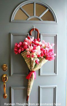 paraguas reutilizado como florero para decorar