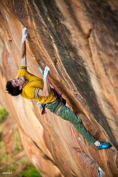 ¿Aun pensando en el paso clave? #escalada #bulder