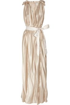 So, if you are BFFs with gazillionaires, this champagne Lanvingown would be tres lovely.