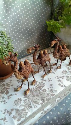 Купить Верблюдики - коричневый, верблюд, ёлочная игрушка, папье маше, авторская игрушка, Новый Год