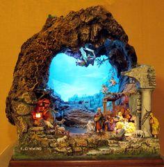 Immagine correlata Christmas Nativity, Merry Christmas, Wood Sculpture, Villas, Portal, Cribs, Stencils, Scenery, Christmas Decorations