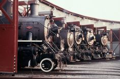 explore the history of steam railroading at the Steamtown National Historic Site I loved this image because it is where i am going with my panoramic By Train, Train Tracks, Diesel, Train Museum, Heritage Railway, Old Steam Train, Old Trains, Train Engines, Round House