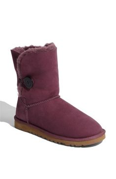 loving these fun purple ugg boots for winter!! ugg Cyber Monday View More: www.yi5.org