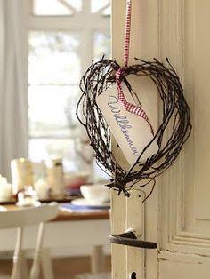Simple twig heart Natural Christmas, Christmas Time, German Christmas, Primitive Christmas, Primitive Decor, Christmas Ideas, Christmas Decorations, Xmas, Heart Wreath