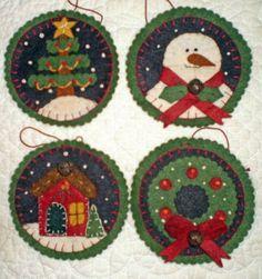 Use white knots for snow Felt Christmas Decorations, Felt Christmas Ornaments, Handmade Ornaments, Handmade Felt, Christmas Projects, Felt Crafts, Holiday Crafts, Christmas Makes, Noel Christmas