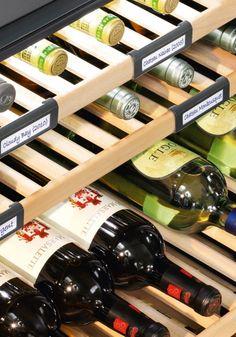 Adega de piso e embutir WS 17800 em inox, com 3 zonas de temperatura para 178 garrafas, 192 cm X 70 cm X 74,2 cm (A x L x P). - Etiquetas identificadoras de vinhos: permitem organizar e localizar os diversos tipos de vinhos armazenados de forma rápida e conveniente. #LIEBHERR #ADEGA #VINHOS