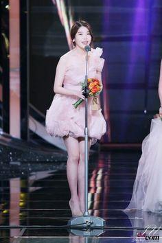IU is so gorg! Moon Lovers, Pop Singers, Her Music, Debut Album, Korean Singer, Idol, Ballet Skirt, Actresses, Legs