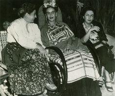 Frida Kahlo - Aurora Reyes, Frida, and Cristina Kahlo, c. Diego Rivera, Frida E Diego, Frida Art, Frida Kahlo Exhibit, Clemente Orozco, Mexican Artists, Feminist Art, Cultural, Popular Culture