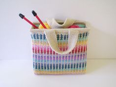 This sturdy bag makes use of short lengths of lots of colours, by choosing scraps from your own stash you will make your bag unique.