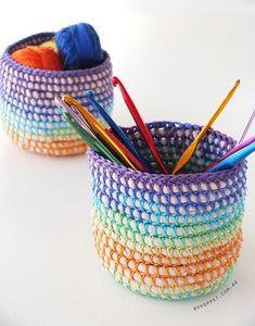 Diy Coil + Crochet Rainbow Basket with t-shirt yarn Crochet Gratis, Crochet Diy, Crochet Home, Crochet Stitch, Knooking, Knitting Patterns, Crochet Patterns, Crochet Basket Pattern, Crochet Baskets