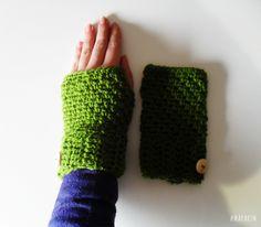 As Mitenes são luvas sem dedosfeitas à mão na Maparim.São um acessório que permite aquecer as mãose o pulsoao mesmo tempo que escreve, utiliza o telemóvelou, por exemplo, bebe um café ou trabalha no computador.O fio utilizado é macio, não pica, e pode se
