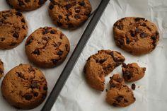 Egy finom Amerikai csokis keksz - lépésről lépésre ebédre vagy vacsorára? Amerikai csokis keksz - lépésről lépésre Receptek a Mindmegette.hu Recept gyűjteményében! Jamie Oliver, Cake Cookies, Fudge, Sweet Tooth, Baking, Desserts, Foodies, Tailgate Desserts, Deserts