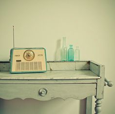 Decorar con Radios Antiguas http://www.icono-interiorismo.blogspot.com.es/2015/06/decorar-con-radios-antiguas.html