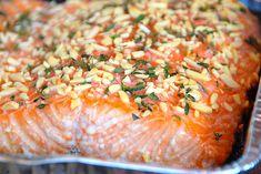 Billede indeholdende laks med mandler og honning My Favorite Food, Favorite Recipes, Everyday Food, Risotto, Seafood, Brunch, Snacks, Fish, Ethnic Recipes