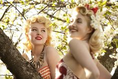 two of my favorite vintage-style bloggers! :) (Photoshoot by Emmelie Åslin by johnanna ost)