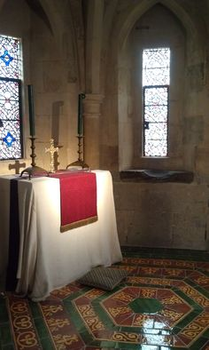 A personal bedroom chapel in the Tower of London Tower Of London, Tudor, Oversized Mirror, Bedroom, Travel, Furniture, Home Decor, Viajes, Decoration Home