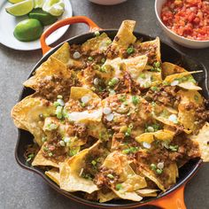 Cast-Iron Loaded Beef Nachos Who doesn't like nachos? A heaping pile of warm tortilla chips loaded with flavorful, spicy beef and gooey cheese holds undeniable appeal. Cast Iron Skillet Cooking, Iron Skillet Recipes, Cast Iron Recipes, Skillet Meals, Beef Nachos, Skillet Nachos, Chicken Nachos, Mexican Food Recipes, Beef Recipes