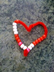 My Delicious Ambiguity: Easy Valentine Crafts For Toddlers And Preschoolers pipe cleaner beaded heart My Funny Valentine, Toddler Valentine Crafts, Valentine Theme, Valentines Day Activities, Valentines Day Party, Valentines For Kids, Toddler Crafts, Valentine Heart, Kids Crafts