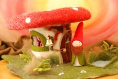 Poppenatelier Severine: Kabouters.  A gorgeous toadstool house with gnome.
