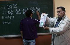 Se cierran las mesas electorales tras el referendo sobre la reelección en Bolivia