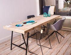 Pure Wood Design - Lystrup Steigerhouten tafel met stalen schragen. Scandinavisch en industrieel design.