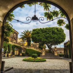 Catania, villa Cerami.   Mirko Chessari   www.xpp.it