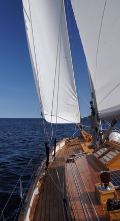 """""""A ship in port is safe; but that is not what ships are built for. Sail out to sea and do new things."""" Grace Hopper #quote #sailing #ColinArcher"""