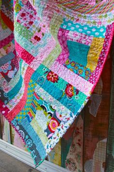 Learn how to professionally bind a quilt with mitered corners and an invisible join. Bind a quilt the proper way with this video tutorial!