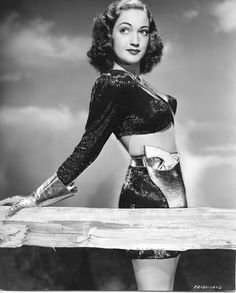 Lover of old hollywood and anything vintage. Hollywood Divas, Old Hollywood Stars, Hooray For Hollywood, Hollywood Fashion, Golden Age Of Hollywood, Classic Hollywood, Singer Tv, Dorothy Lamour, Classic Photography