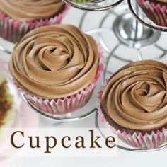 Eggless Chocolate Cupcakes with Chocolate Buttercream Frosting Recipe - Eugenie Kitchen Eggless Chocolate Cupcakes, Chocolate Buttercream Frosting, Nutella Chocolate, Melted Chocolate, Ice Caramel Macchiato, Caramel Frappuccino, Starbucks Caramel, Starbucks Drinks, Frosting Recipes