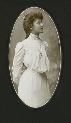 +~+~ Antique Photograph ~+~+  Striking portrait of a Young African American Woman.