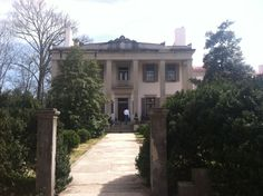 Beautiful plantation in Tennessee!! :)