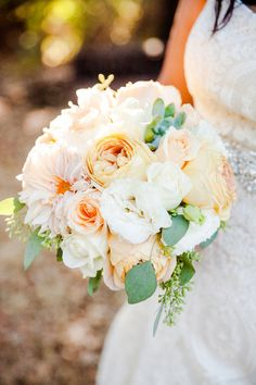 #Peaches and #Cream ...gorgeous #bouquet for a #summer #wedding {Paul & Jewel Studios}