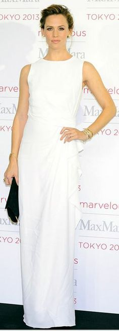 Jennifer Garner in a white Max Mara dress, black Christian Louboutin peep toe platform pumps & an emerald clutch @ Marvelous Max Mara photo call in Japan
