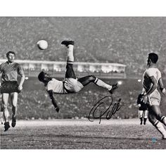 Steiner Pele Signed 1965 Bicycle Kick Close Up B&W 16x20 Photo