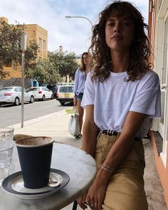 The Collection One inspiration Beige Outfit, Look Fashion, Fashion Beauty, Fashion Outfits, Modest Fashion, Fashion Tips, Curly Bangs, Curly Hair Styles, Hair Inspo