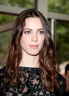 Image may contain: 1 person, closeup and outdoor Vicky Cristina Barcelona, Rebecca Hall, Christopher Nolan, Pretty Brunette, Felicity Jones, Interesting Faces, Timeless Beauty, Beautiful Actresses, Pretty Woman