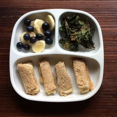 Banana slices, blueberries, Parmesan kale chips, peanut butter and banana sandwich by @hendrixeats #recipes #replayrecycled