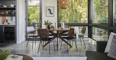 I LOVE the looks of this rug – I think I need one for my kitchen, and maybe the … – Food: Veggie tables Nook Table, Dining Room Table Decor, Living Room Decor Cozy, Walnut Dining Table, Round Dining Table, Oval Table, Dining Sets, Living Rooms, Midcentury Modern Dining Table